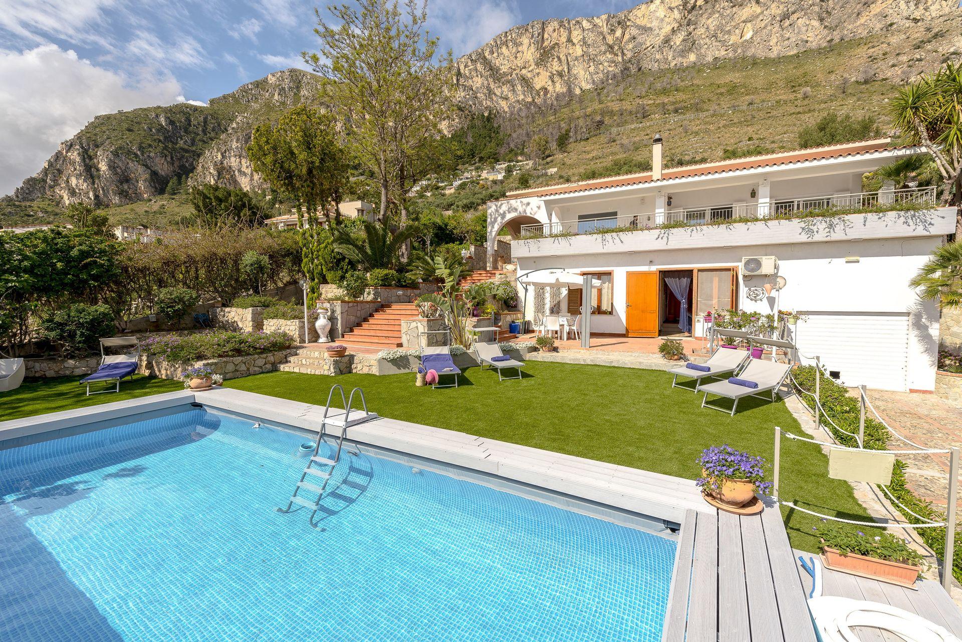 Acheter Une Maison En Italie Abruzzes villa di sofia location de vacances - couchages 11 dans 4